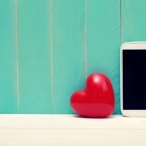 iphone and heart, iphone, heart, valentine's day